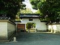 田原本町秦庄 秦楽寺の土蔵門 Temple gate of Jinrakuji, Hatanoshō 2011.11.13 - panoramio.jpg