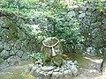 高天彦神社境内の「土蜘蛛塚」 Tsuchigumo-zuka 2011.5.14 - panoramio.jpg