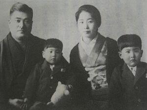 麻生太郎の息子はトヨタ?ドワンゴ?娘は東京大学?フランスで結婚式?