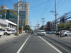 Chino Roces Avenue - Southward view of Chino Roces Avenue towards the Magallanes Interchange