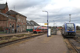 Strasbourg–Wörth railway - French and German trains in Lauterbourg