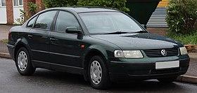 1998 Volkswagen Passat S TDi 1.9 Front.jpg