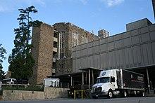 2008-07-24 International truck docked at Duke Hospital South 1.jpg