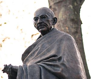 Statue of Mahatma Gandhi, Parliament Square - Details of the statue