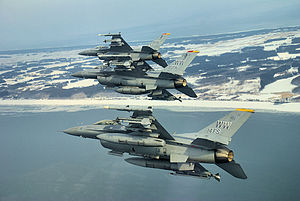 English: F-16 fighter jets perform an echelon ...