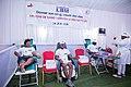 3 personnes donnant le sang.jpg