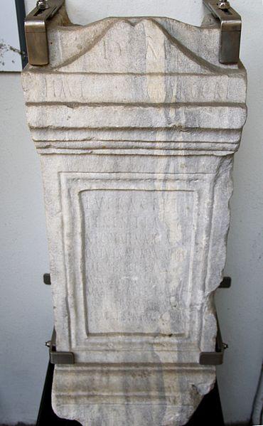File:9936 - Museo Archeologico di Milano - Ara Lucius Veracius Terentianus, sec. II d.C. - Foto Giovanni Dall'Orto, 13 Mar 2012.jpg