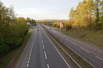 English: A40 at Whitchurch looking eastwards V...
