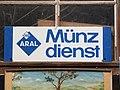 ARAL Münzdienst Werbeschild, Fahrzeugmuseum Marxzell.JPG