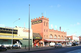 Adelaide Central Market By YellowMonkey (Photo by YellowMonkey) [GFDL (https://www.gnu.org/copyleft/fdl.html) or CC-BY-SA-3.0-2.5-2.0-1.0 (https://creativecommons.org/licenses/by-sa/3.0)], via Wikimedia Commons