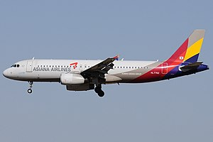Airbus A320-232, Asiana Airlines AN1912836.jpg