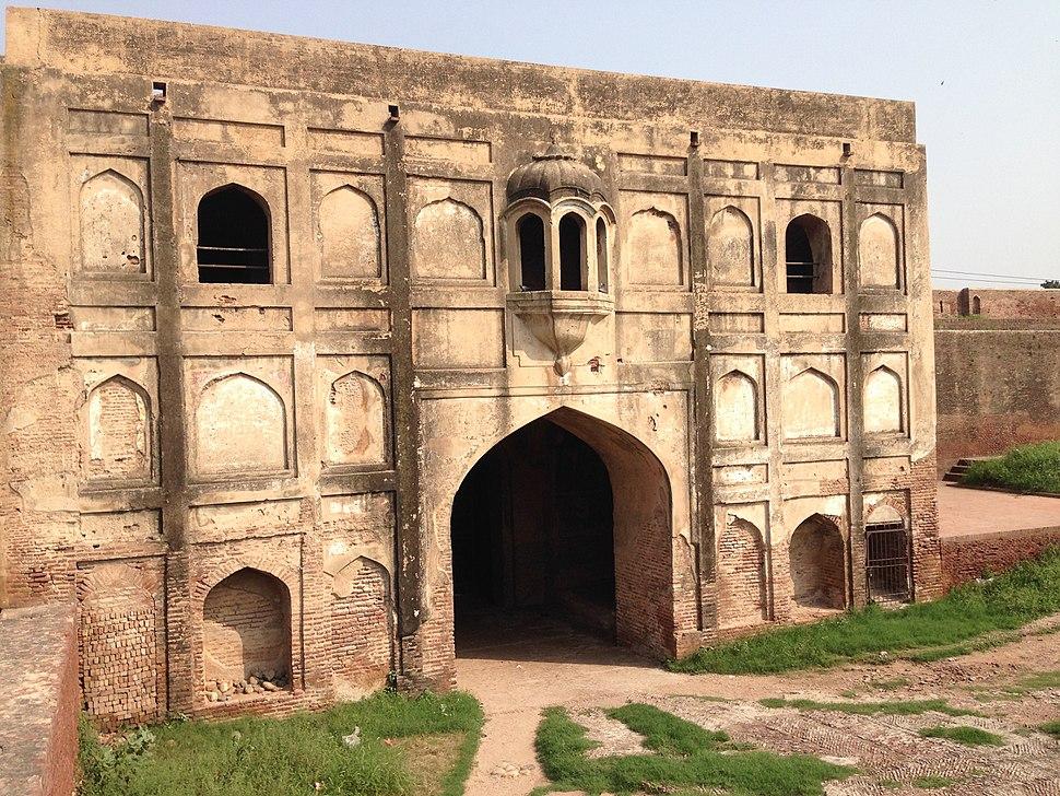 Akbari-Gate-Lahore-Fort.jpg