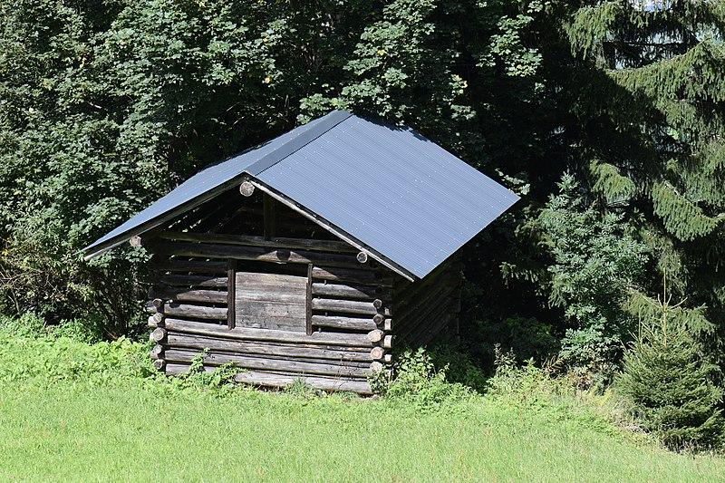 File:Alpine hut (21670277955).jpg