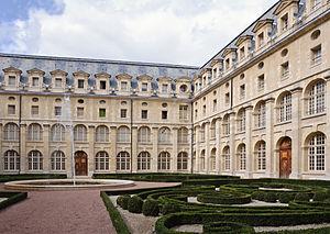 Val-de-Grâce - Image: Ancienne abbaye Val de Grace cloitre jardin
