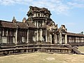 Angkor Wat Gopuram 08.jpg