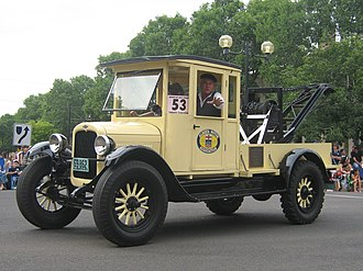 Tow truck - A 1920 Chevrolet tow truck