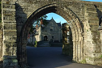Repton School - Image: Arch and Old Priory, Repton geograph.org.uk 273607