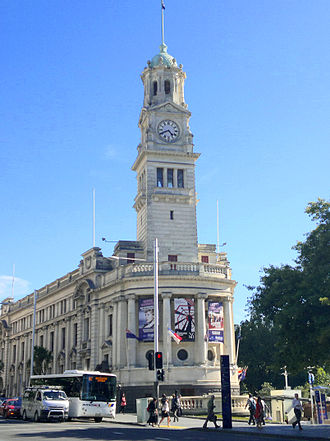 Queen Street, Auckland - Auckland Town Hall, a major civic building of the early 20th century.
