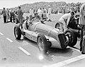 Autoraces te Zandvoort. Vooraan start Prins Bira van Siam met zijn Maserati. Hij, Bestanddeelnr 902-9014.jpg
