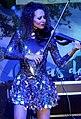 B-linda tocando el violín.jpg
