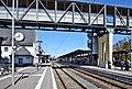 Bahnhof Marburg Bahnsteig und Überführung 02.jpg