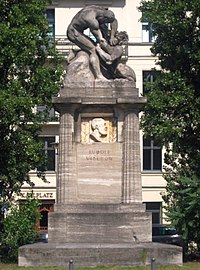 Berlin, Mitte, Karlplatz, Rudolf-Virchow-Denkmal.jpg