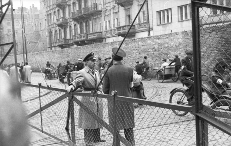 Bundesarchiv Bild 101I-270-0298-11, Polen, Ghetto Warschau, Drahtzaun