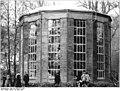 Bundesarchiv Bild 183-1983-0311-302, Dresden, Schloßgarten Pillnitz, Glashaus.jpg