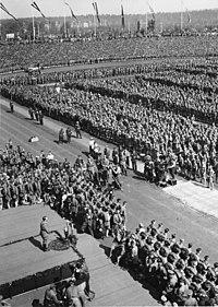 Bundesarchiv Bild 183-2004-0312-504, Nürnberg, Reichsparteitag, Rede Adolf Hitler.jpg
