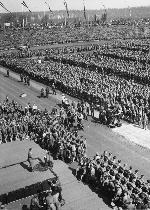 Bundesarchiv Bild 183-2004-0312-504, Nürnberg, Reichsparteitag, Rede Adolf Hitler