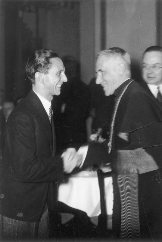 Bundesarchiv Bild 183-H26877, Berlin, Begrüßung Orsenigo's durch Goebbels