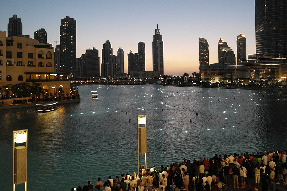Burj Khalifa lake - panoramio (1)