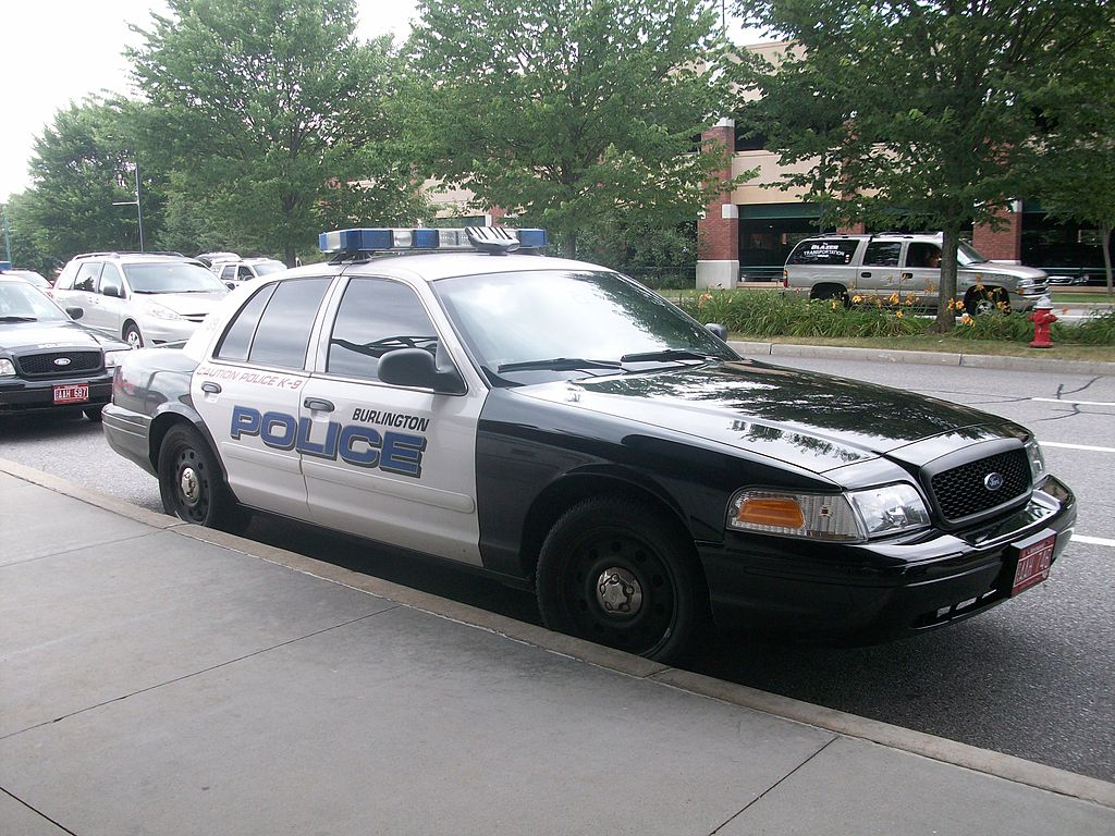 File:Burlington Airport-Ford Crown Victoria Burlington