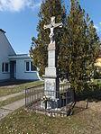 Bystřice pod Lopeníkem, kříž západ.JPG