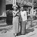 COLLECTIE TROPENMUSEUM Portret van de moeder van Dewa Ketut Beng Gunarsa TMnr 60030120.jpg