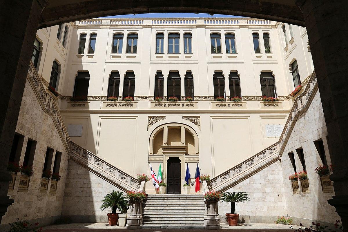 File:Cagliari, palazzo civico, cortile.jpg - Wikipedia