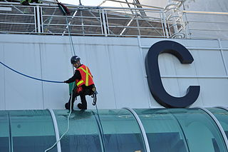 Workman on Canada Place Joe Mabel [GFDL (http://www.gnu.org/copyleft/fdl.html) or CC-BY-SA-3.0 (http://creativecommons.org/licenses/by-sa/3.0)], via Wikimedia Commons