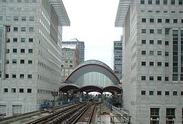 CanaryWharfDLRstation.jpg