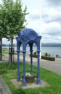 Cast iron fountain stand - geograph.org.uk - 837994.jpg