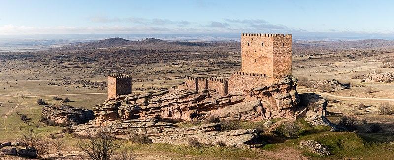 Ficheiro:Castillo de Zafra, Campillo de Dueñas, Guadalajara, España, 2017-01-04, DD 41-46 PAN.jpg