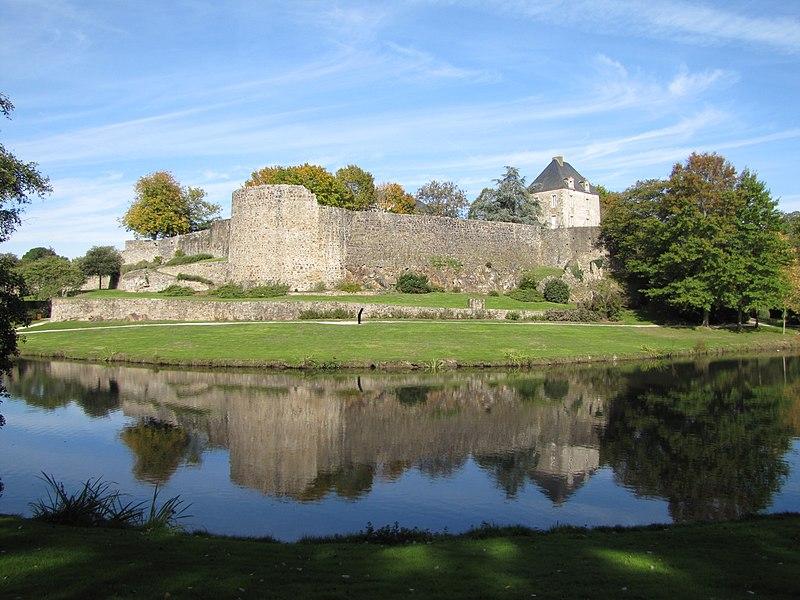 File:Château de Montaigu..JPG