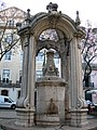Chafariz no Largo do Carmo (Lisboa).jpg