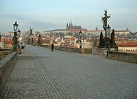 http://upload.wikimedia.org/wikipedia/commons/thumb/3/35/CharlesBridge2.jpg/200px-CharlesBridge2.jpg