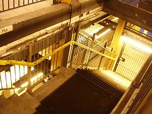 City Hall (BMT Broadway Line) - Staircase to the lower level