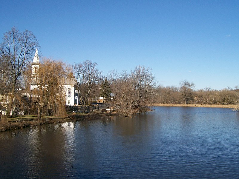 Raritan river running through Clinton, New Jersey by Ddogas for wikimedia.org