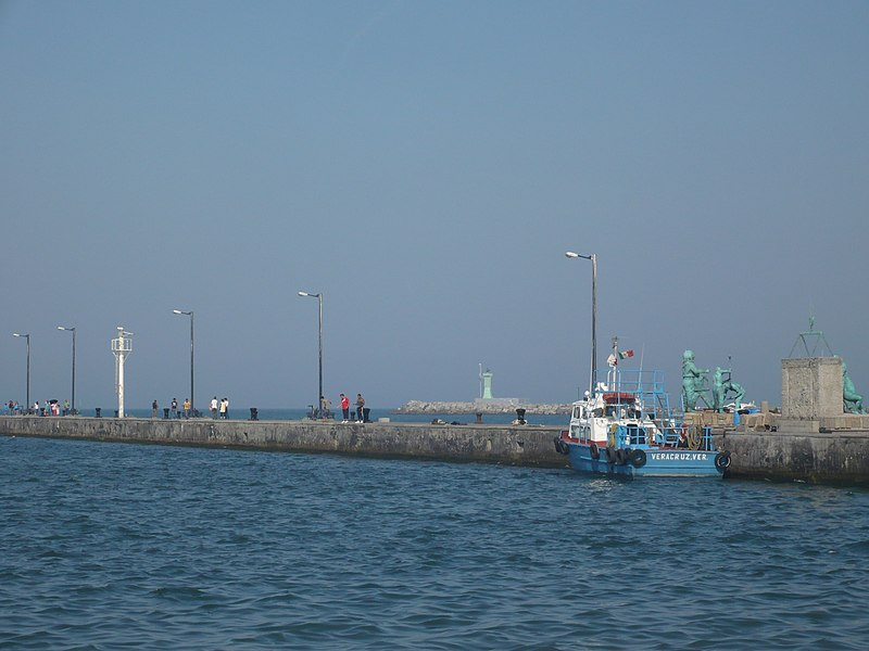 File:Corredor sobre mar de Veracruz - panoramio.jpg