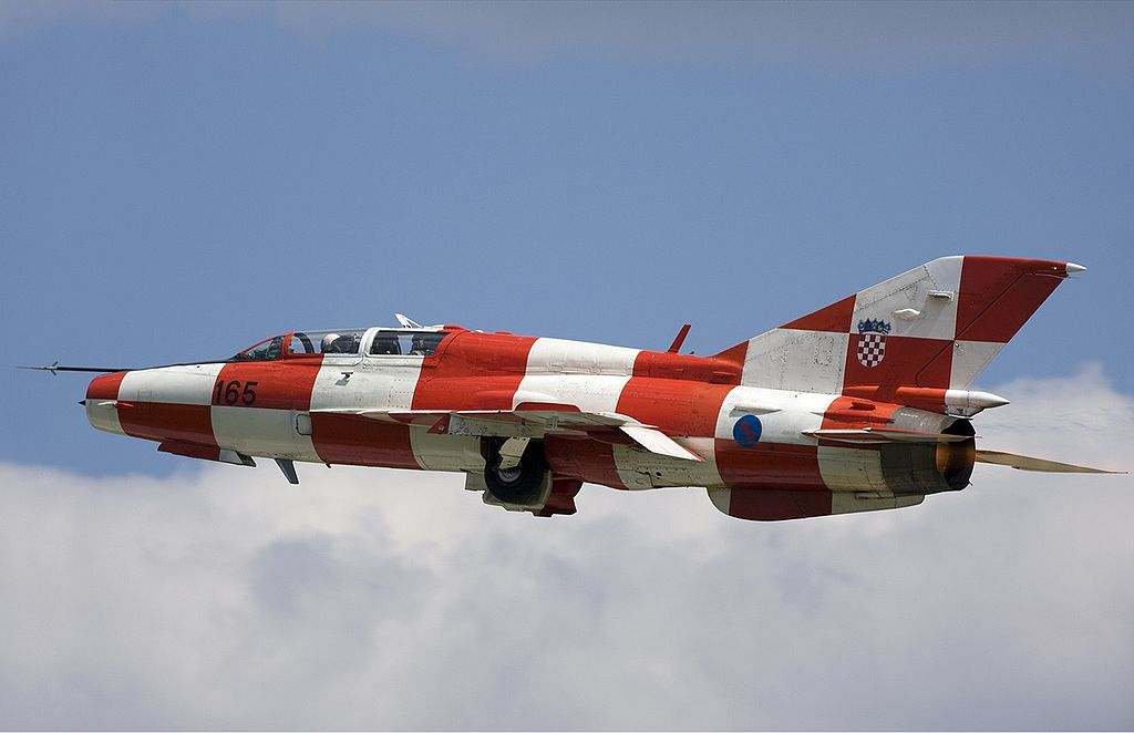 https://upload.wikimedia.org/wikipedia/commons/thumb/3/35/Croatian_Air_Force_Mikoyan-Gurevich_MiG-21UMD_Lofting-1.jpg/1024px-Croatian_Air_Force_Mikoyan-Gurevich_MiG-21UMD_Lofting-1.jpg