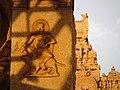 Détail d'un bas relief du temple de Tanjore.jpg