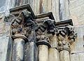 Détail des sculptures du porche de l'église Saint-Nicolas de L'Hôpital.jpg