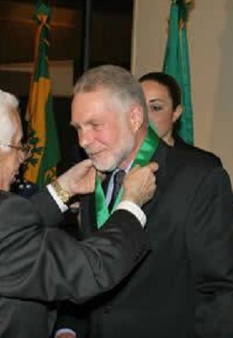 Pedro Carlos of Orléans-Braganza - Prince Pedro Carlos (on the right) receiving the Brazilian Order of Cultural Merit